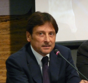 Il candidato alle primarie Dario Stefano