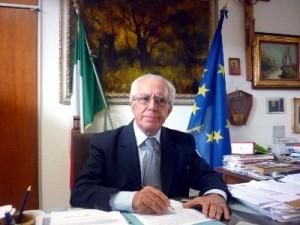 Il professor Alfonso Maria Palomba autore del libro