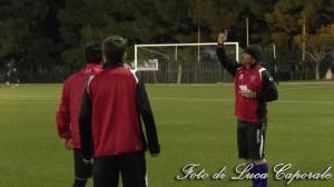 Mister Matteo Zito dirige l'allenamento dello Sporting Ordona