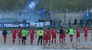 Lo Stornarella Calcio festeggia la vittoria con i propri tifosi a fine partita