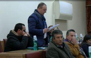 Un intervento del consigliere Alfredo Ballatore in aula consiliare